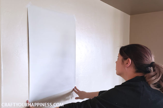Use this awesome trick to test out different paint colors for your walls without painting swatches directly onto them! PLUS download a FREE paint planner!