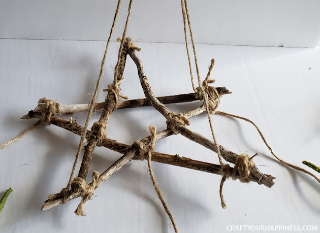 This simple DIY Woodland Decor decor brings bit of the outdoors into your home. Its lost cost or even free to make. Use real lavender or any other herbs.